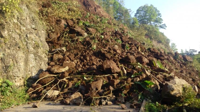 Gobierno del Estado atiende derrumbe en el municipio de Tlanchinol