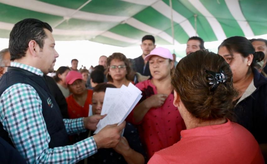 Israel Félix entrega y gestiona apoyos para vecinos del Poniente de Pachuca